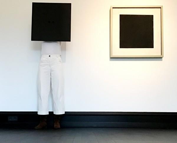 Kunsthalle Bremen, Ikonen, Kostüm Schwarzes Quadrat